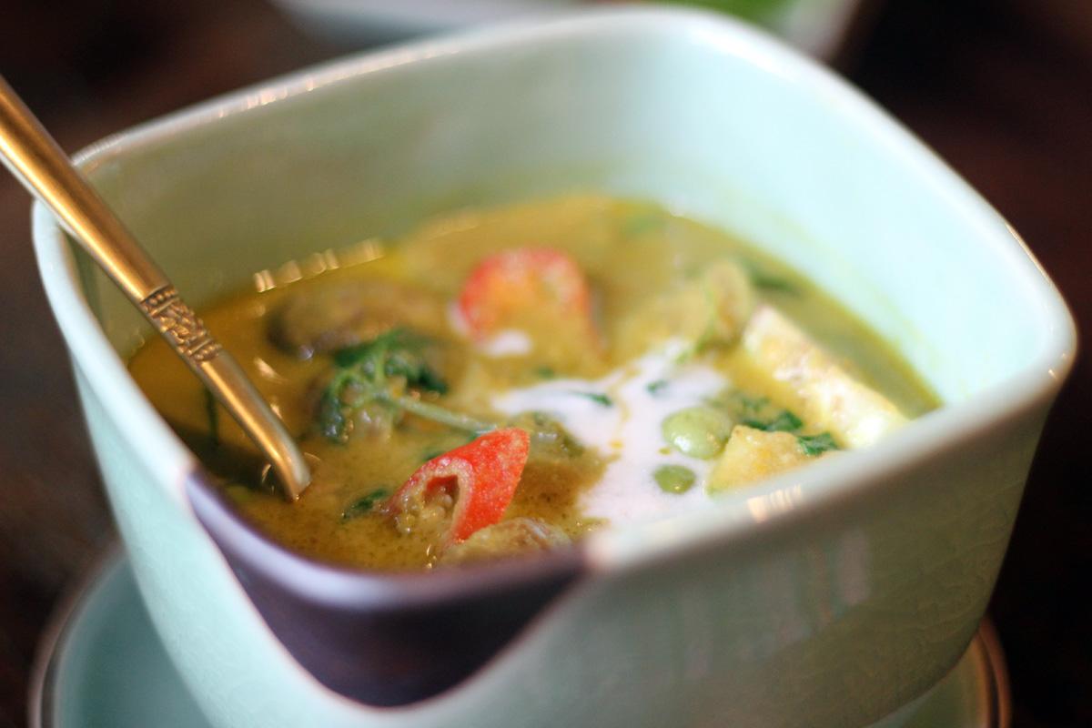 "Gang-Kheaw-Waan-Neua (Green ""Kheaw-Wann"" Curry with Beef) Ruen Mallika, Bangkok"
