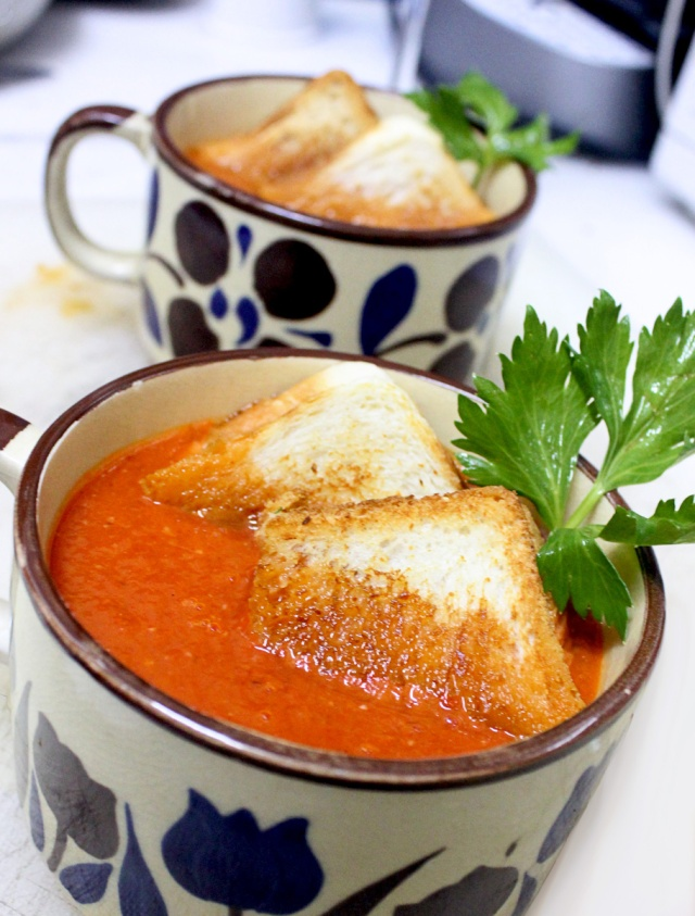Roasted Tomato and Grilled Cheese Sandwich Soup