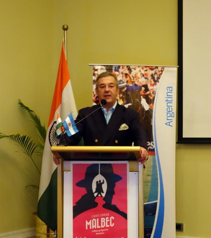 Consul General Tomas Ferrari introducing the evening