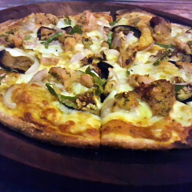 Yellow Curry Pizza, Light House Cafe, Mumbai