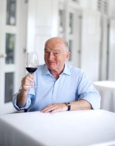 Wine panelist-Oz Clarke
