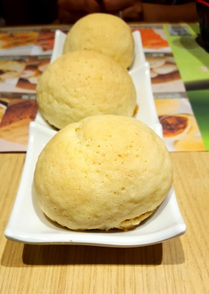 Baked Bun with Barbecue Pork, Tim Ho Wan, Hong Kong