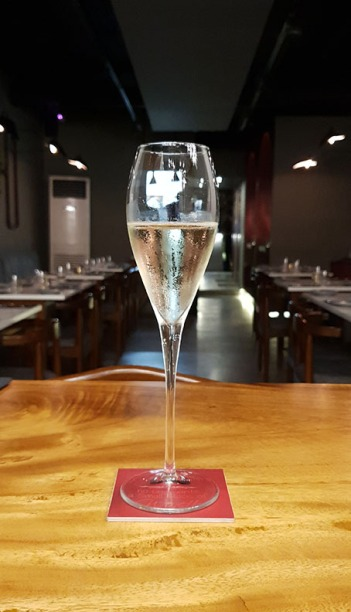 Sparkling wine, 266 Wine Room and Bar, Bandra